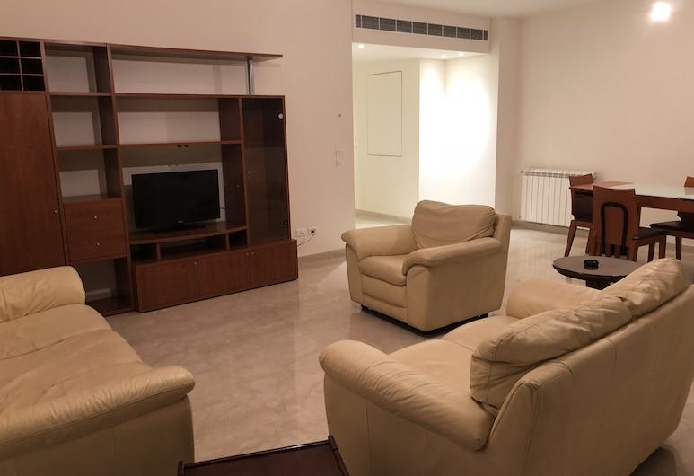 Family-Friendly Home in Greater Beirut, บาบดา, อพาร์ทเมนท์สำหรับครอบครัว, 2 ห้องนอน, พื้นที่นั่งเล่น