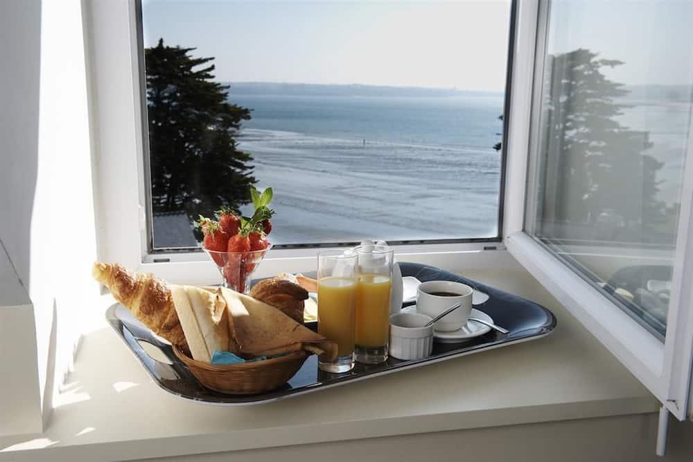 Kamar Triple - Pemandangan Pantai/Laut