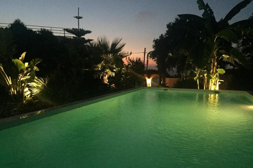 Classic Villa, 4 Bedrooms - Private pool