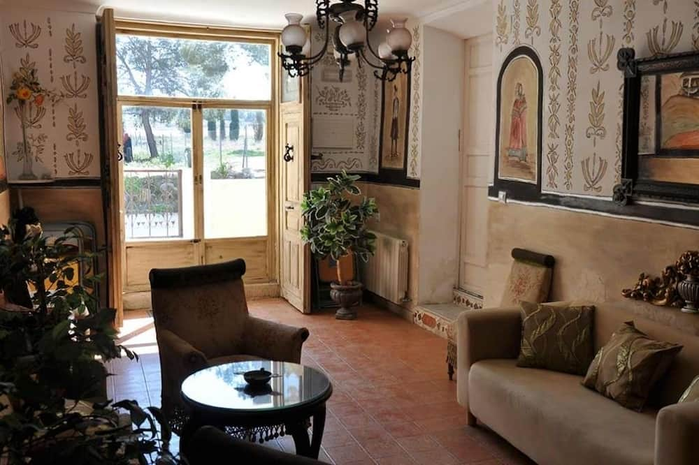 House, 5 Bedrooms, Private Pool - Living Area