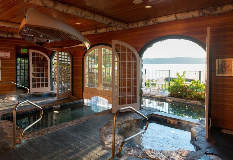 米爾瀑布湖濱酒店, 梅瑞迪斯, 室內/室外泳池