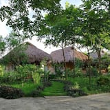 Standard Bungalow, 1 King Bed - Courtyard View