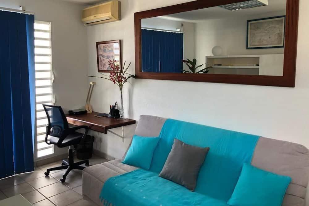 Classic Apart Daire, Marina Manzaralı - Oturma Alanı