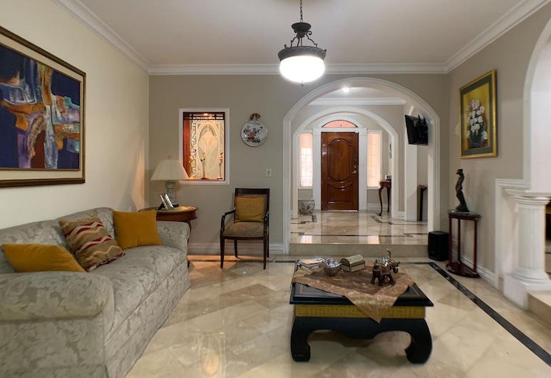 瓜亞基爾凱薩之家出租之家酒店, 瓜亞基爾, 家庭聯排別墅, 多張床, 山景, 客廳