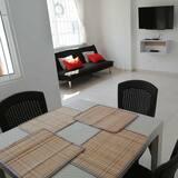Familienapartment - Essbereich im Zimmer