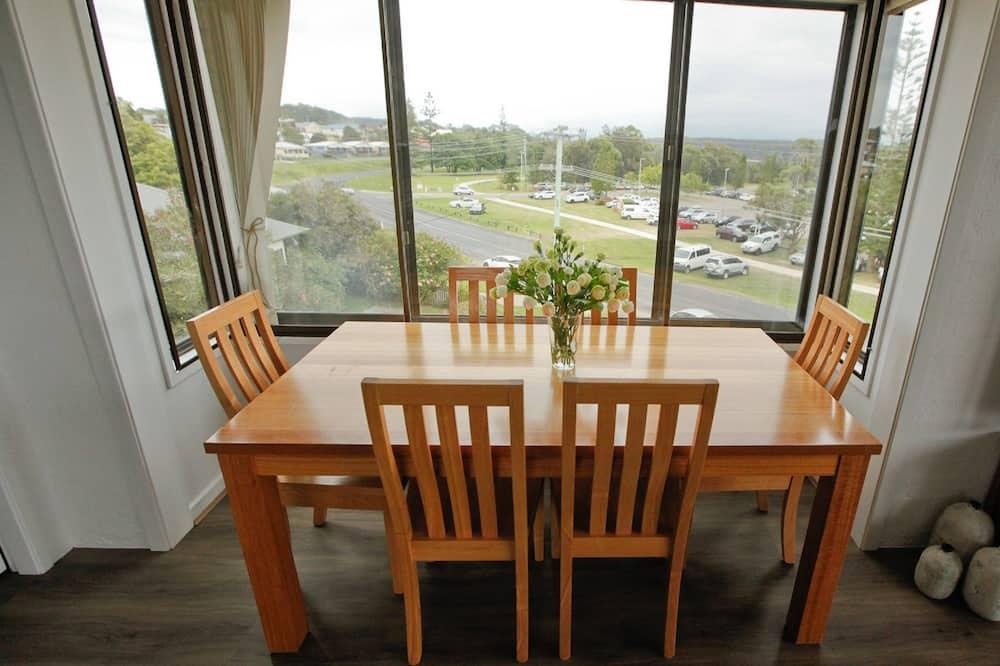 Premium Apartment, 2 Bedrooms, Harbour View - Tempat Makan dalam Bilik