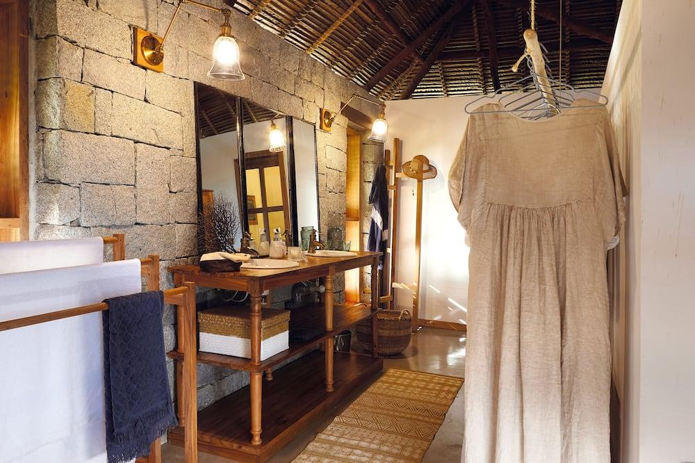 Panoramic Room, 1 King Bed, Beach View - Bathroom