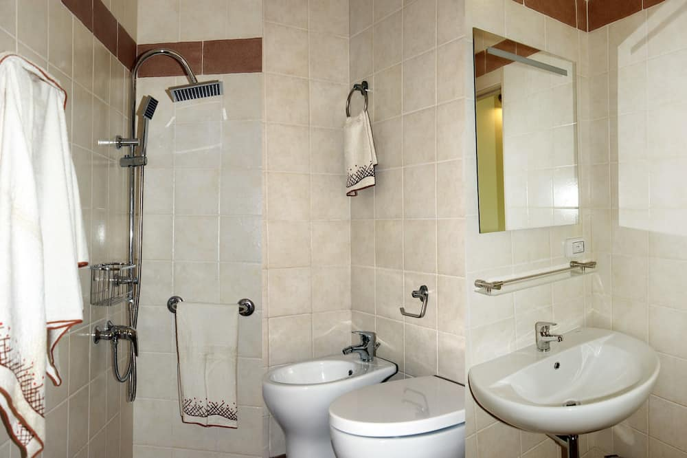 Suite, 2 chambres - Salle de bain
