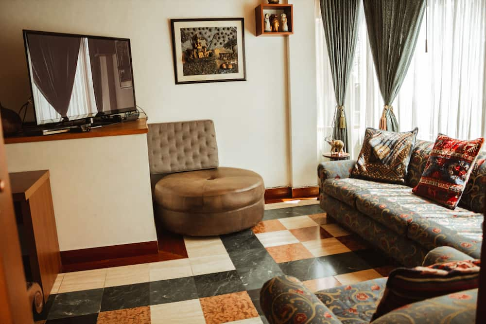 Exclusive Apartment, 3 Bedrooms - Living Room