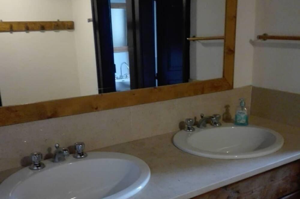חדר זוגי, חדר רחצה משותף - חדר רחצה