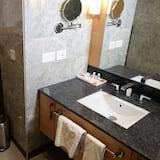 Deluxe szoba kétszemélyes vagy két külön ággyal, 1 nagyméretű egyszemélyes ágy - Fürdőszoba