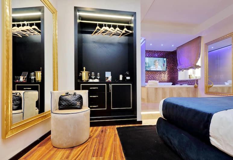 Spanish Diamond Luxury Suites Jacuzzi, Rome, Luxury Suite, Guest Room
