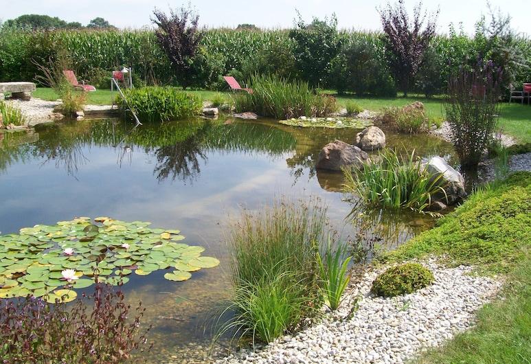 لاند هوتل لارينزين, كيرتشهام, حمّام سباحة طبيعي