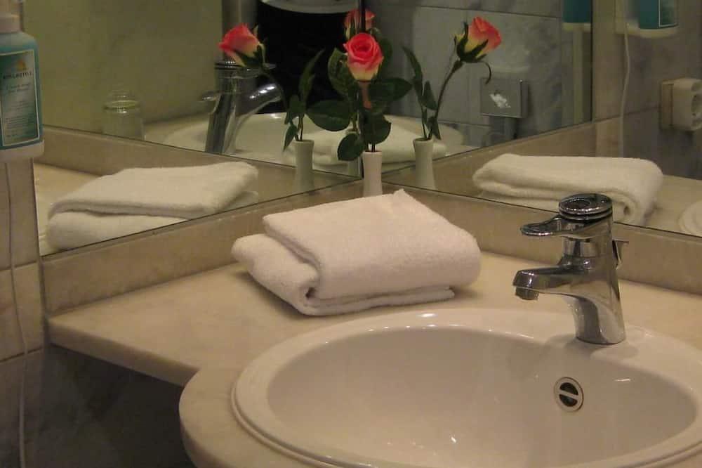 Economy Single Room - Bathroom Sink