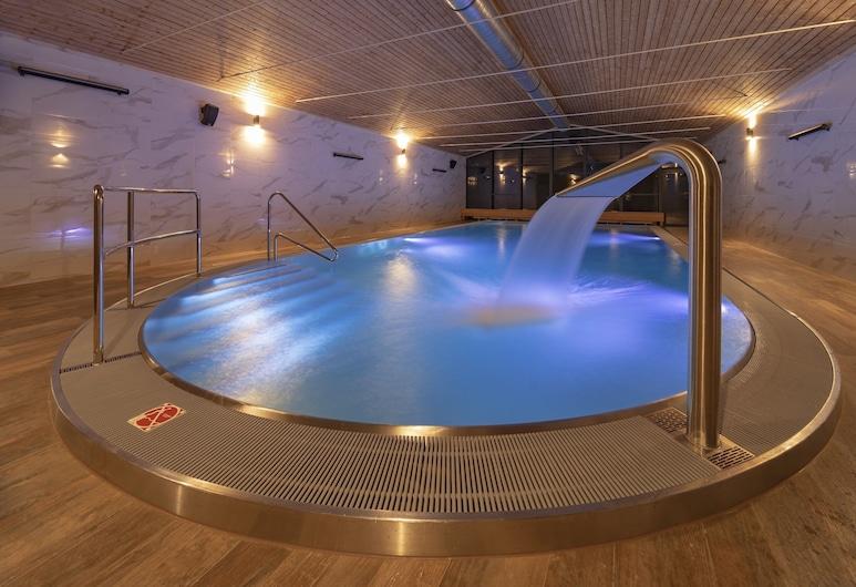 阿斯特拉飯店, 什平德萊魯夫姆林, 游泳池