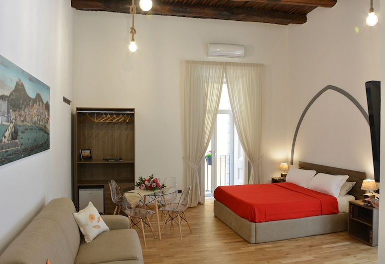 Domus Studio 25 Bed & Breakfast, Naples