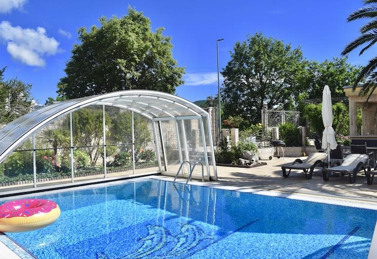 Villa Dolphin apartments, Petrovac, Piscina