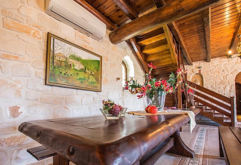 Villa Vivian, Ζάκυνθος, Εσωτερική είσοδος