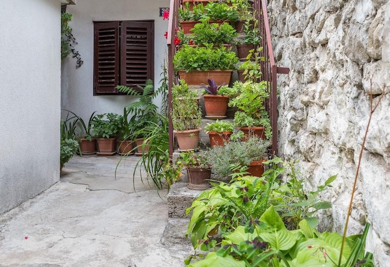 Studio Varos, Split, Quintal