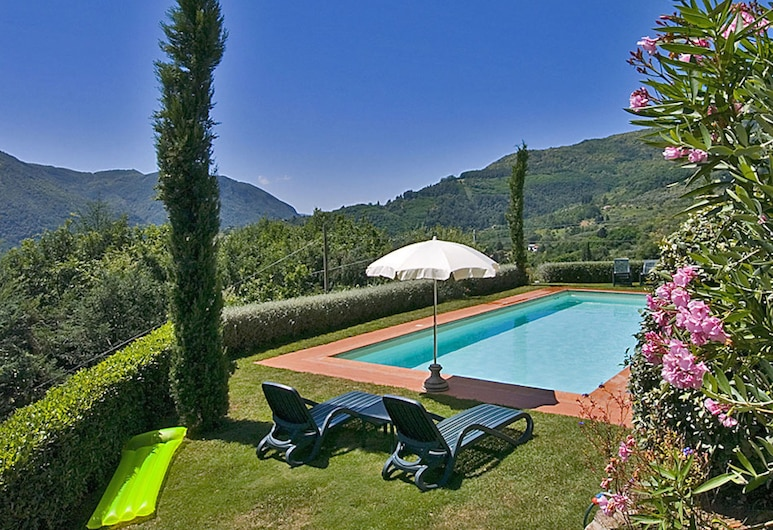 含羞草小屋飯店, 博爾戈阿莫扎諾, 室外游泳池