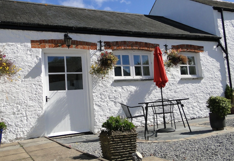 East Trewent Farm Holiday Cottages, Pembroke, Casa de campo (The Milking Parlour), Terraza o patio