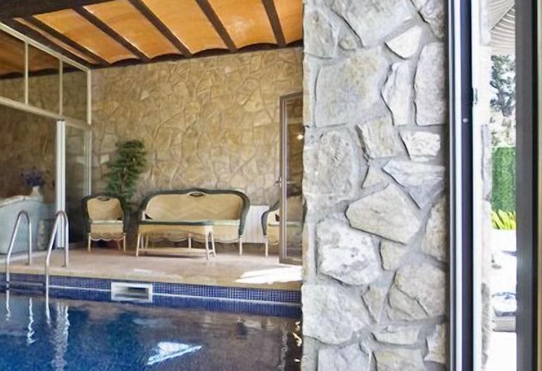 Chalet con piscina interior y sauna, Macanet de la Selva, Kapalı Yüzme Havuzu