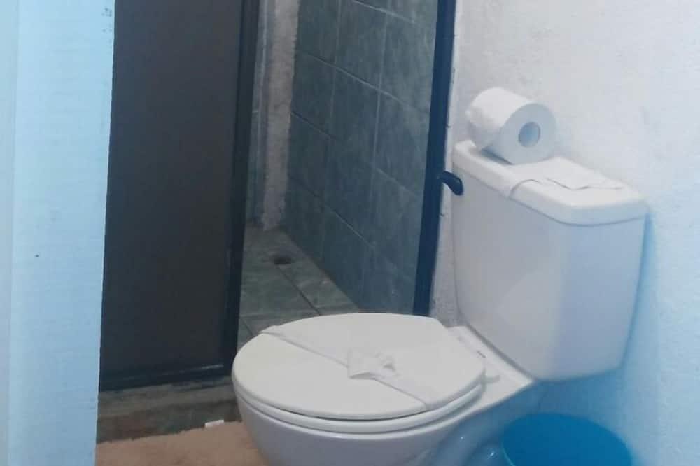Basic Cabin, 1 Double Bed - Bathroom