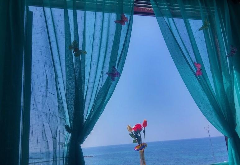 777 Beach Guesthouse, Пафос