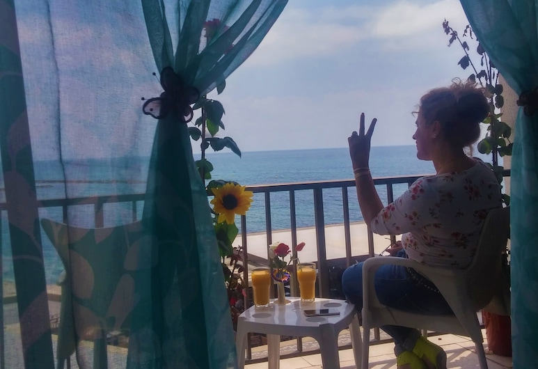 777 Beach Guesthouse, Pafa, Koplietojuma guļamzāle, Balkons
