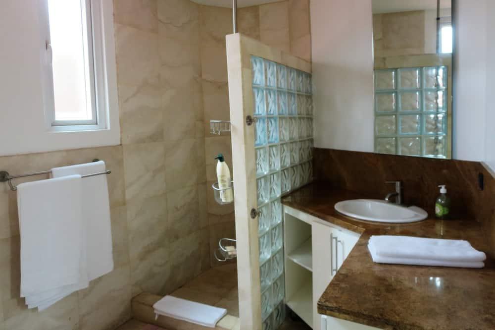 Exclusive Apartment, 2 Bedrooms - Bathroom