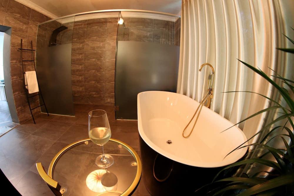 Luxury Room with Soaking Tub - Private spa tub