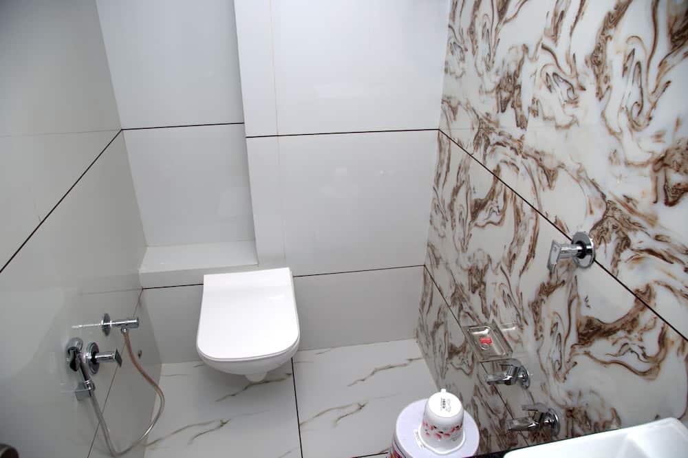 Deluxe Triple Room, Multiple Beds, City View - Bathroom