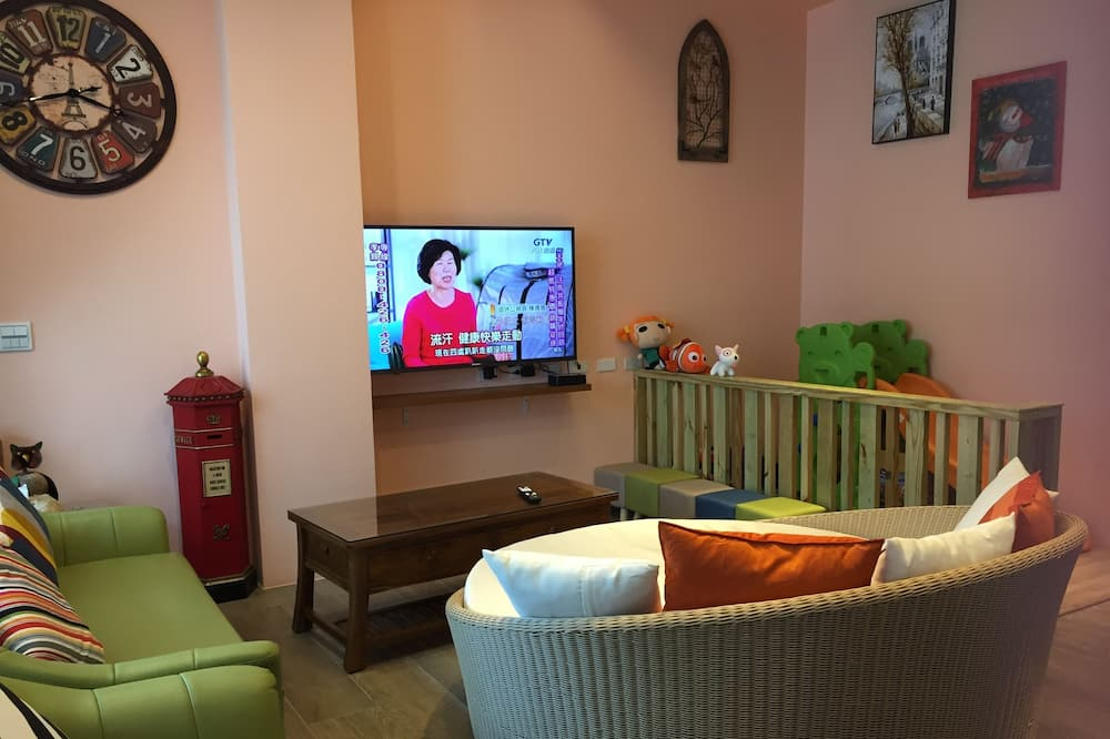 Comfort House, 5 Bedrooms, Non Smoking - Living Area