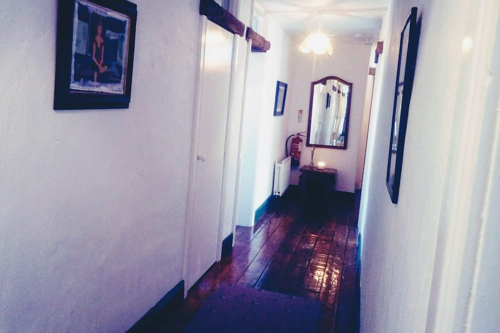 Traditional Apartment - Bathroom