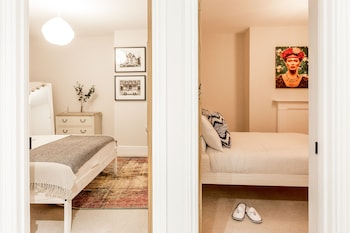 Cambridge bölgesindeki The Modern Classic - Contemporary & Elegant 3bdr Home resmi