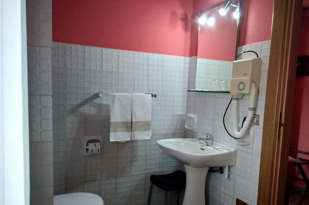 Yhden hengen huone, Kaupunkinäköala - Kylpyhuone