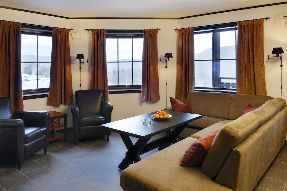 Ģimenes dzīvokļnumurs, trīs guļamistabas, pirts, nogāzes puse - Dzīvojamā istaba