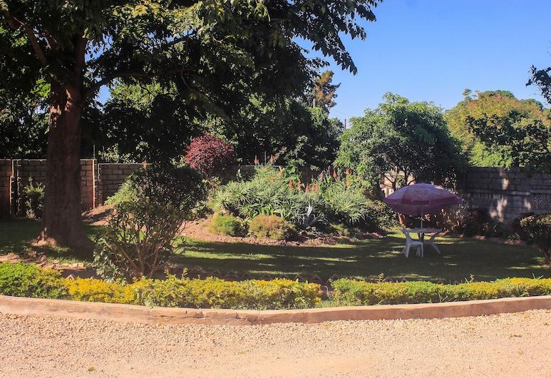 Beyond Horizon Lodge, Lusaka, Garden