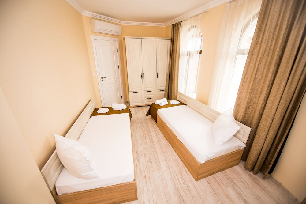Apartmán, 2 ložnice, balkon, částečný výhled na moře - Obývací prostor
