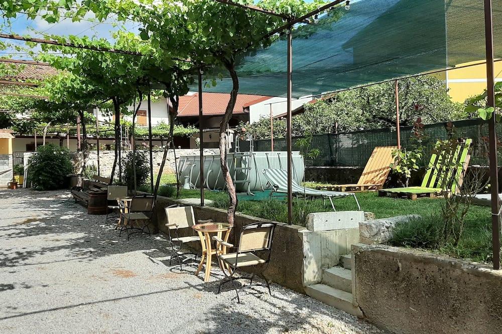 Chambre Quadruple, salle de bains commune - Terrasse/Patio