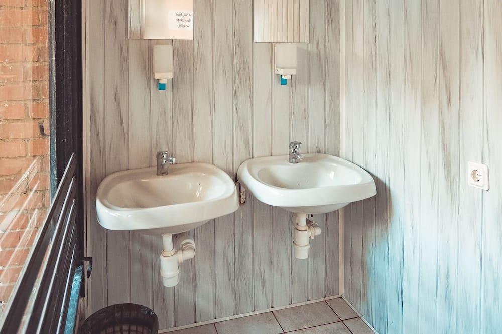 Phòng dành cho gia đình (max 5) - Phòng tắm