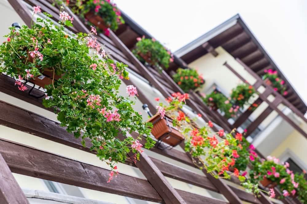غرفة بانوراما مزدوجة - سرير ملكي - منظر للجبل - تِراس/ فناء مرصوف