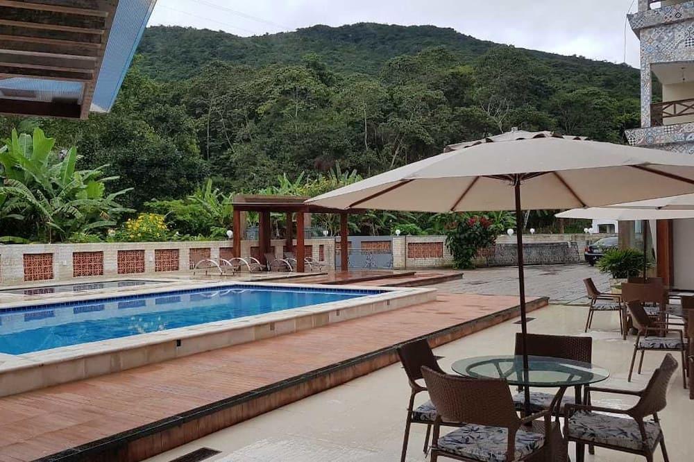 Basic Τετράκλινο Δωμάτιο - Μπαρ δίπλα στην πισίνα