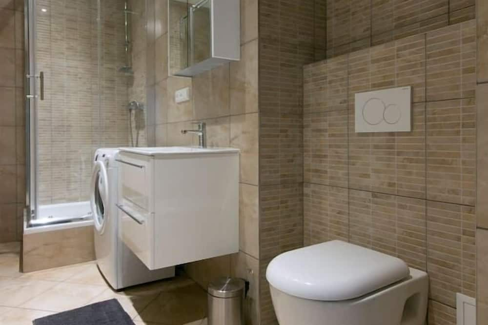 Classic Apartment, 2 Bedrooms, Courtyard View - Bathroom