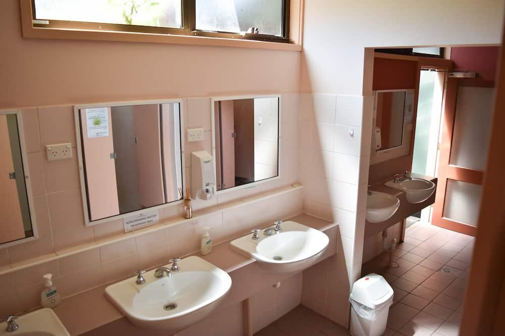 Zweibettzimmer, Mehrere Betten - Badezimmer