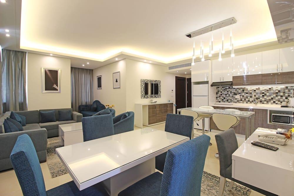 Suite Keluarga, pemandangan laut - Tempat Makan Di Kamar