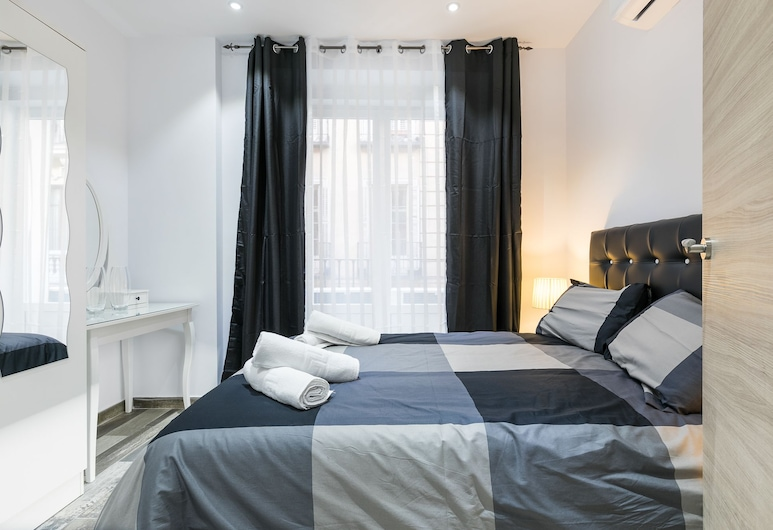 Plaza Mayor, Madryt, Apartament typu Comfort, Łóżko queen i sofa, Pokój