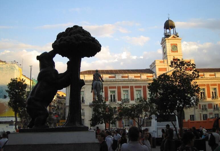 Plaza Mayor, Madryt, Z zewnątrz