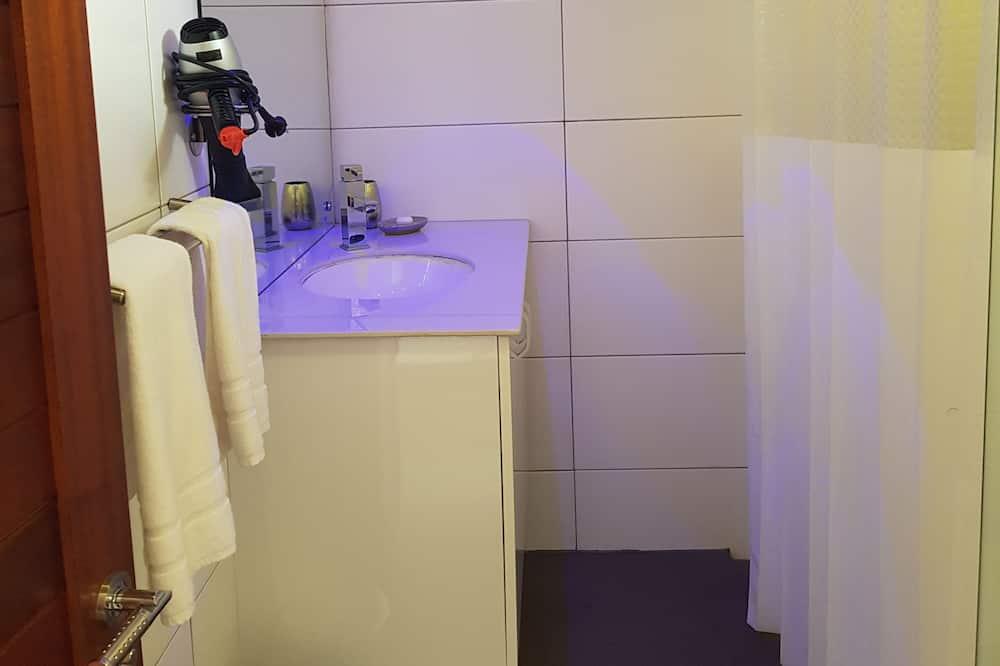 Chậu rửa trong phòng tắm