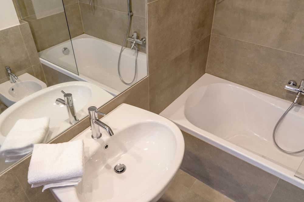 Panoramic Triple Room - Bathroom